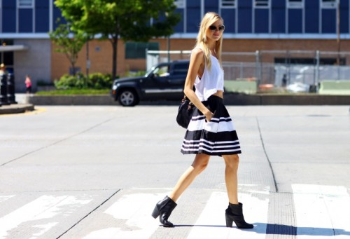 new-york-fashion-week-balck-white-outfit-stripped-skirt-s...jpg