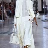 AkrisRunwayParisFashionWeekWomenswear-bS4uEI1oljl