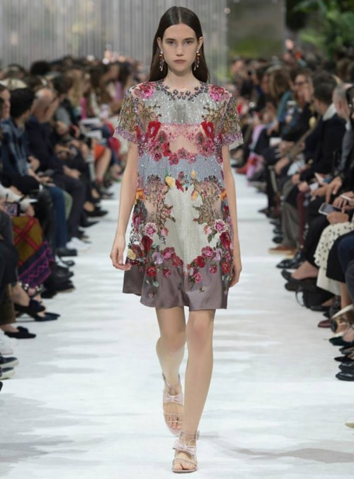 Valentino-Spring-2018-Runway-PFW-Paris-Fashion-Week-Tom-Lorenzo-Site-1.jpg