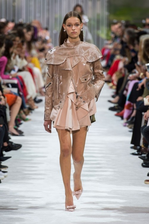 Valentino-Spring-Summer-2018-Paris-Fashion-Week-1.jpg