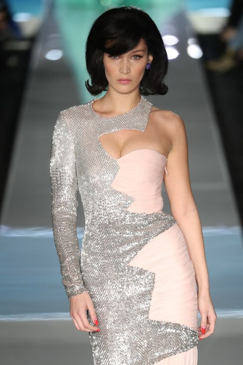 bella-hadid-at-moschino-runway-show-at-milan-fashion-week-02-21-2018-6.jpg