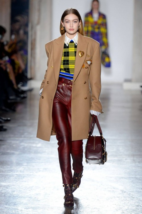 gigi-hadid-stills-at-versace-runway-show-at-milan-fashion-week-2018-02-23-17.jpg