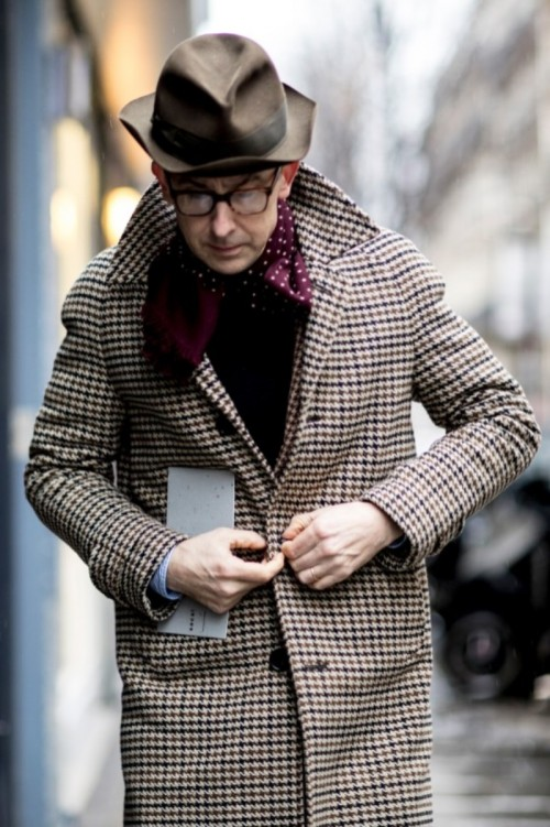 paris-fashion-week-mens-street-style-fall-day-the-impression-1518040546cpl84.jpg