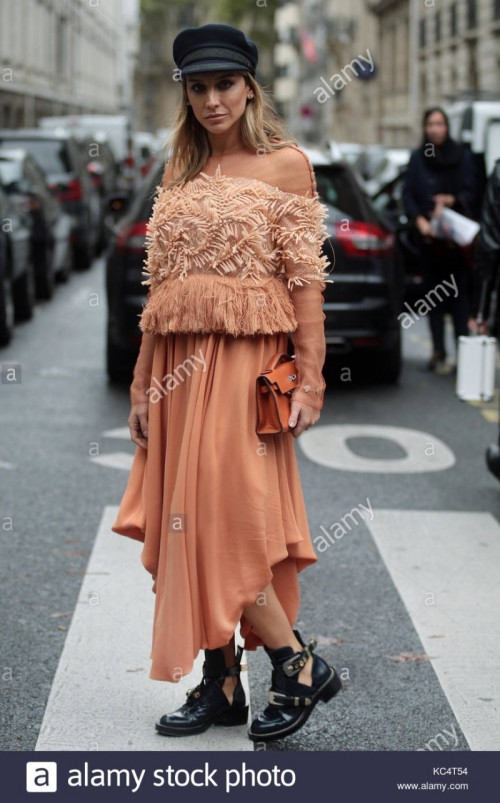street-style-during-paris-fashion-week-spring-summer-2018-on-sunday-KC4T54.jpg