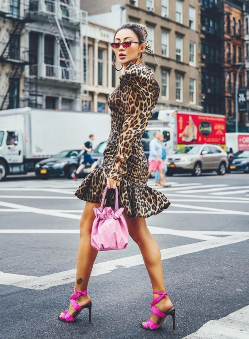 0c8c47db79f26a Sydne Style shows the best street style trends at new york fashion week  2018 with fashion blogger no - Fashion Week
