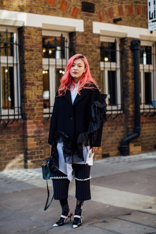 london-fashion-week-street-style-fall-2018-day-3-29-min_gsxhog.jpg