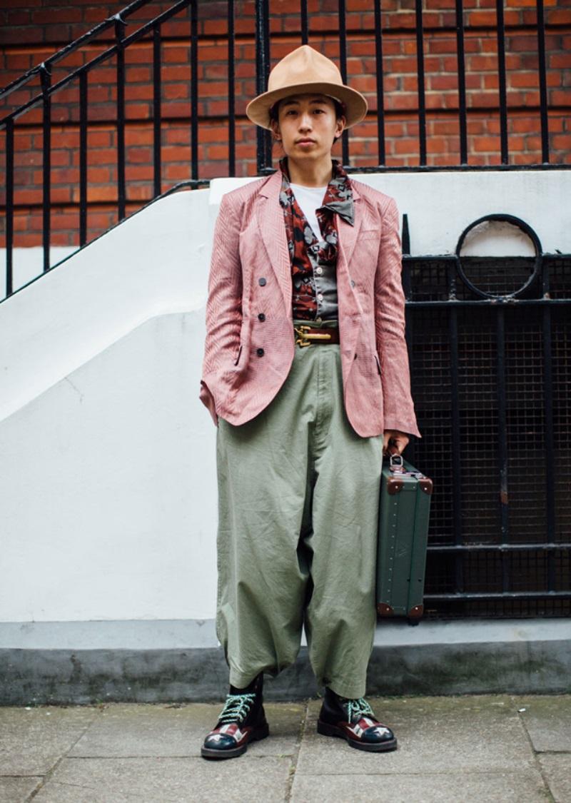 8f2bf33081f Street style london fashion week mens spring 2018 day4 buro247sg 3 ...
