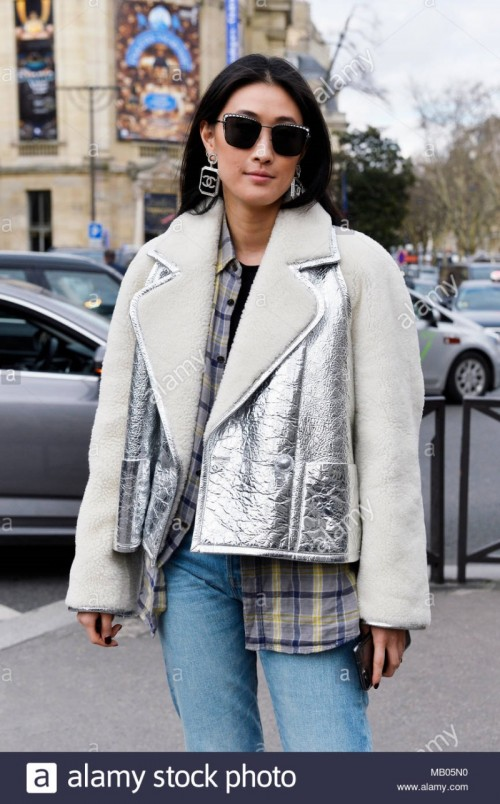 streetstyle-outside-miumiu-paris-fashion-week-20182019-france-MB05N0.jpg