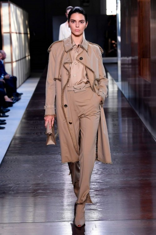 kendall-jenner-walks-the-runway-at-the-burberry-ready-to-wear-spring-summer-2019-fashion-show-during-london-fashion-week-in-london-uk-170918_9.jpg