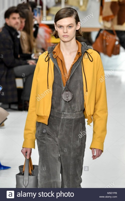 milan-italy-23rd-feb-2018-milan-womans-fall-fashion-week-2019-milano-M5EYPB.jpg