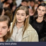 milan-italy-23rd-feb-2018-milan-womans-fall-fashion-week-2019-milano-M5F032