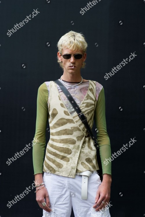 street-style-spring-summer-2019-london-fashion-week-mens-london-uk-shutterstock-editorial-9709762a.jpg