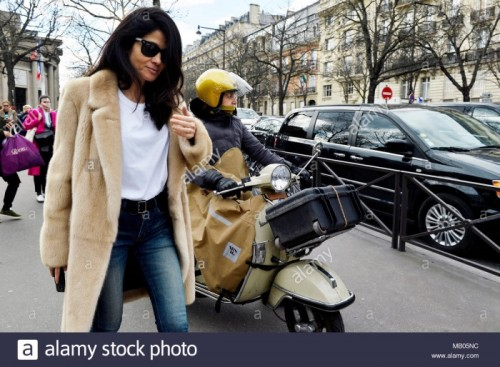 streetstyle-outside-miumiu-paris-fashion-week-20182019-france-MB05NC.jpg