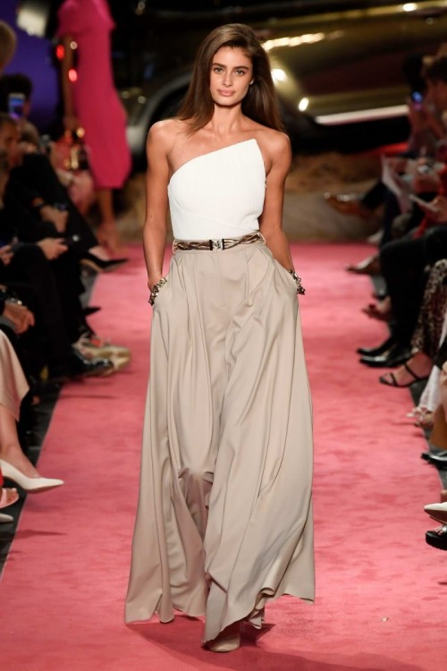 taylor-hill-walks-the-runway-for-brandon-maxwell-spring-summer-2019-fashion-show-during-new-york-fashion-week-in-new-york-city-080918_1.jpg
