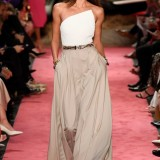 taylor-hill-walks-the-runway-for-brandon-maxwell-spring-summer-2019-fashion-show-during-new-york-fashion-week-in-new-york-city-080918_1