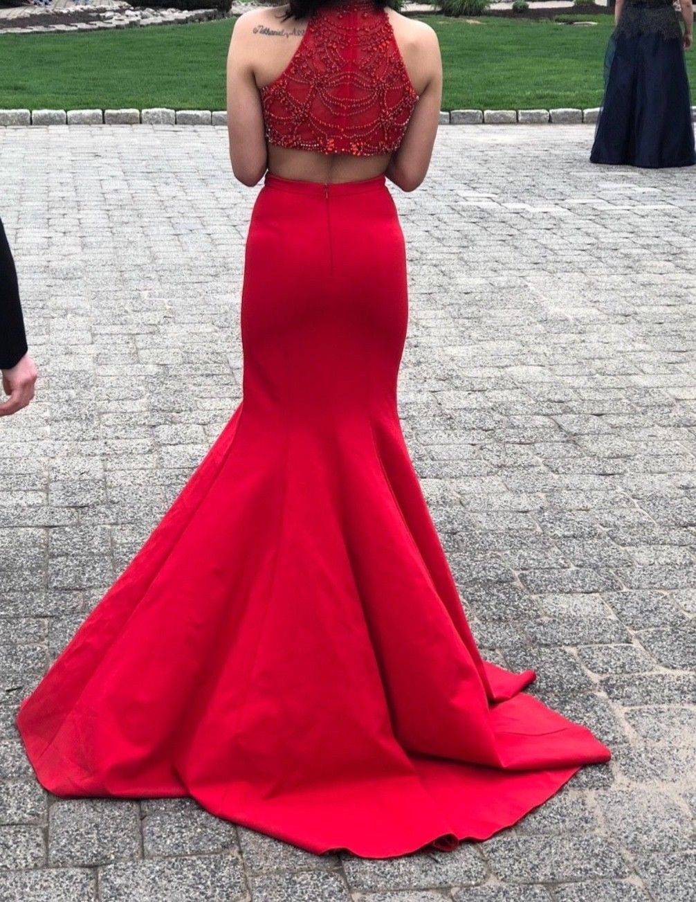Great 2017 Sherri Hill red prom dress size