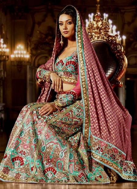 [تصویر:  best-wedding-dresses-ever-indian-14.jpg]
